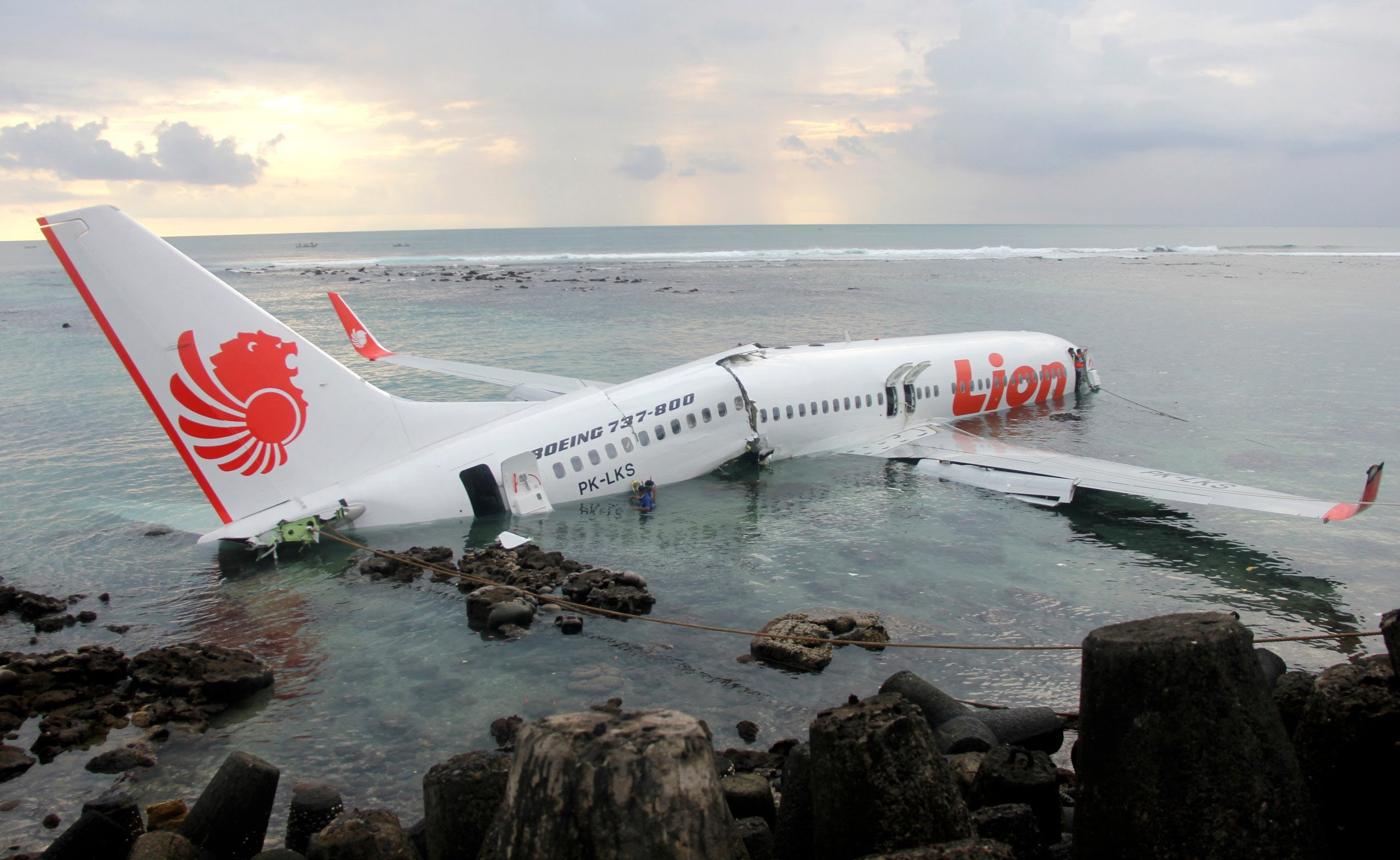 airplane accidents 18 小时前 traveling by air is still one of the safest forms of transportation although airplane crashes are extremely rare, they do still happen ocasionally when a major airline disaster occurs, the federal g.